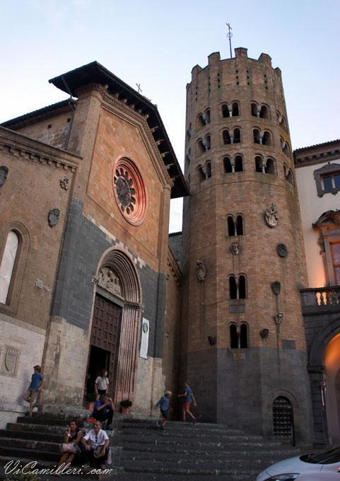 Италия, Орвието. Церковь Святого Апостола Андрея и колокольня